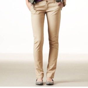 American Eagle Skinny Khaki Pants Size 2